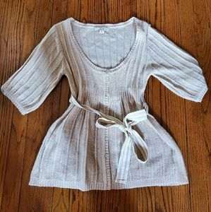 Being short sleeve sweater